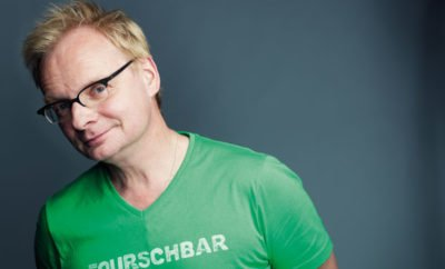 Mann in grünem Shirt