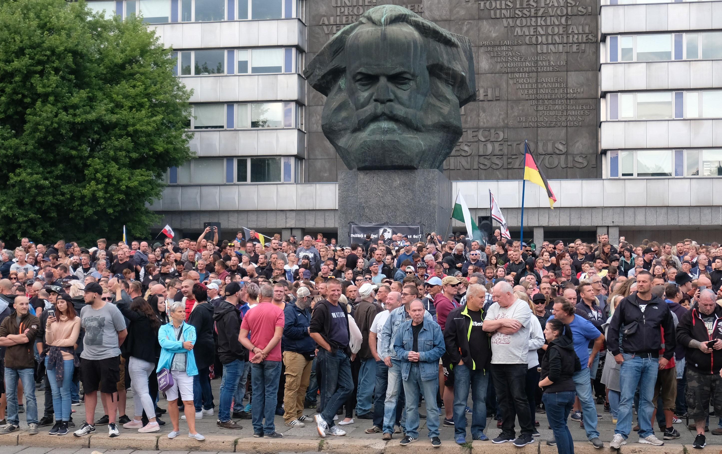 Morde & Messer: wo Düsseldorf schweigt - Chemnitz Haltung