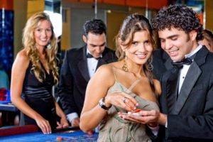 Paare im Casino