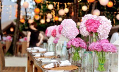 Blumendekoration auf Hochzeit