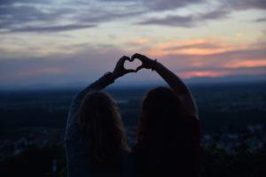 Freundinnen und ihr Mädelsabend