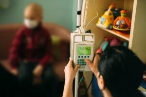 Krankes Kind in Klinik