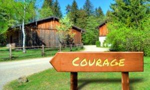 Strassenschild 32 - Courage
