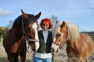 Schriftstellerin Elke Schwab aus Schopperten im Elsass am 08.01.14 Pferde Charon (li.) + Babalou Foto: Dirk Guldner mail. dirk@foto-guldner.de web. www.foto-guldner.de Veröffentlichung nur mit Namensnennung - Honorar lt. Vereinbarung !
