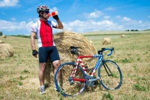 Rennradfahrer Trinkpause